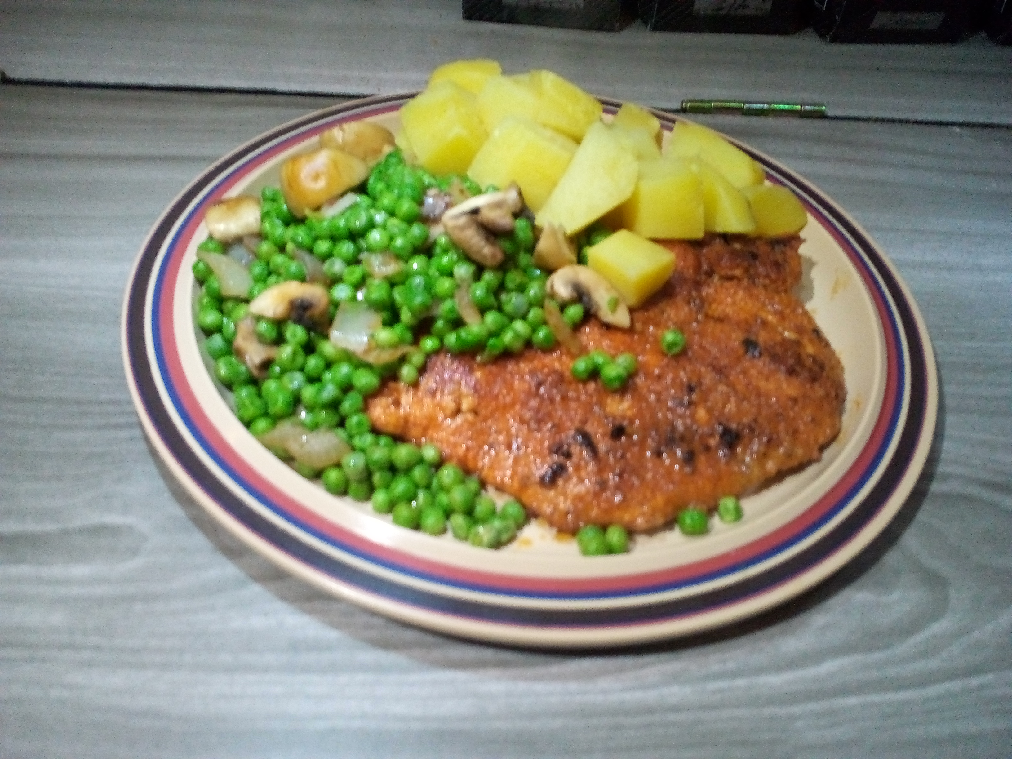 Peas potatos and shnitzel